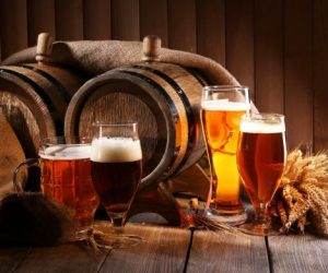 depositphotos_56349665-stock-photo-beer-barrel-with-beer-glasses